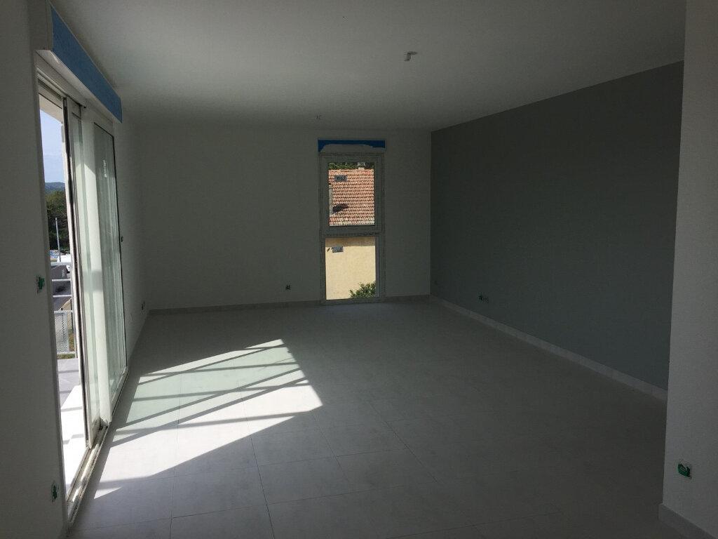 Appartement à louer 3 70m2 à Manosque vignette-2