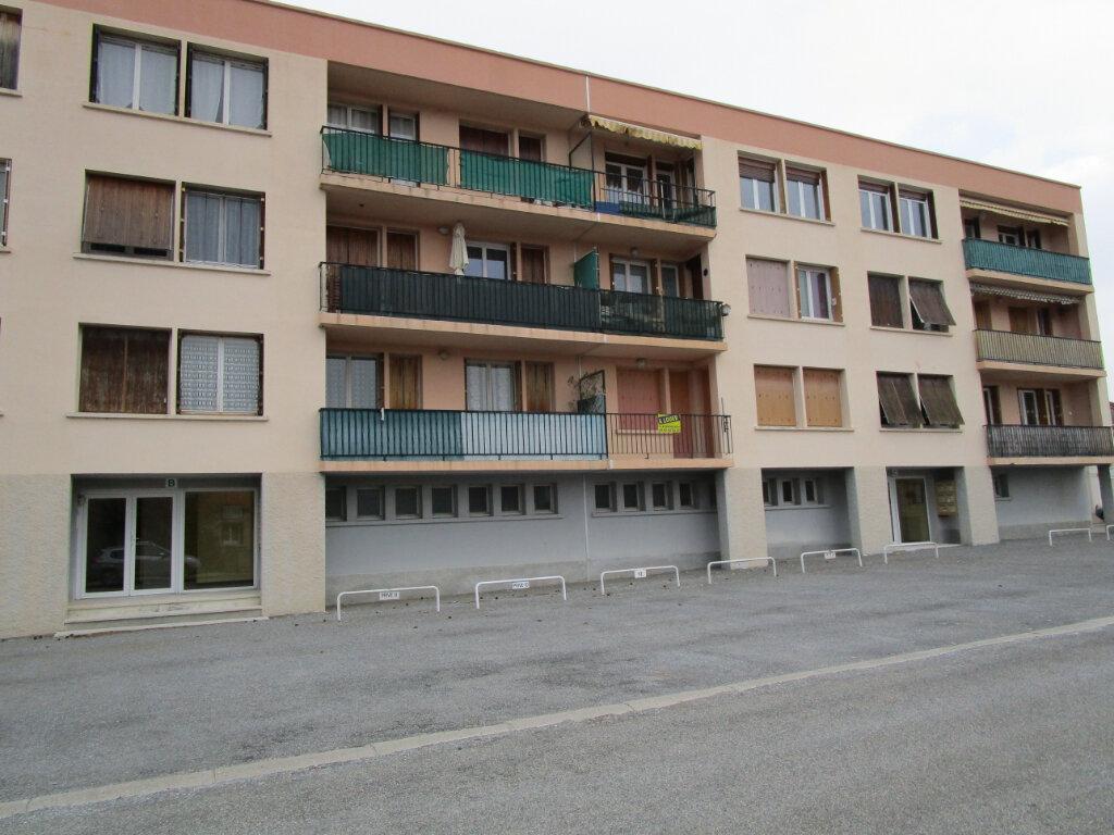 Appartement à louer 3 58m2 à Château-Arnoux-Saint-Auban vignette-1