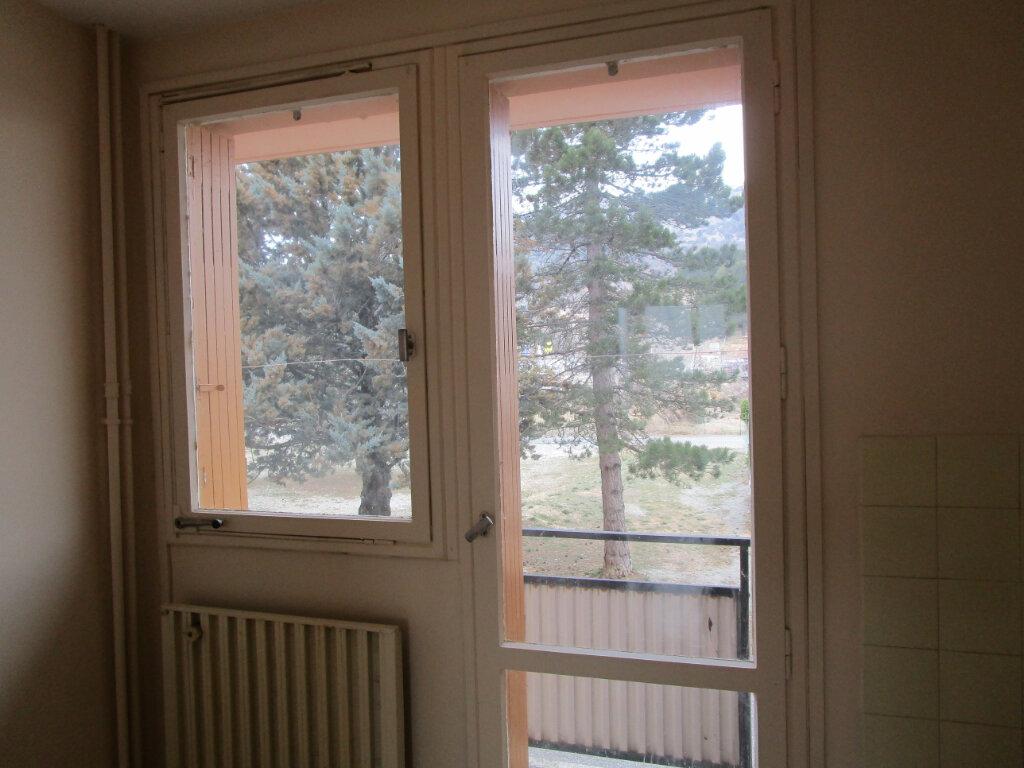 Appartement à louer 3 58m2 à Château-Arnoux-Saint-Auban vignette-2