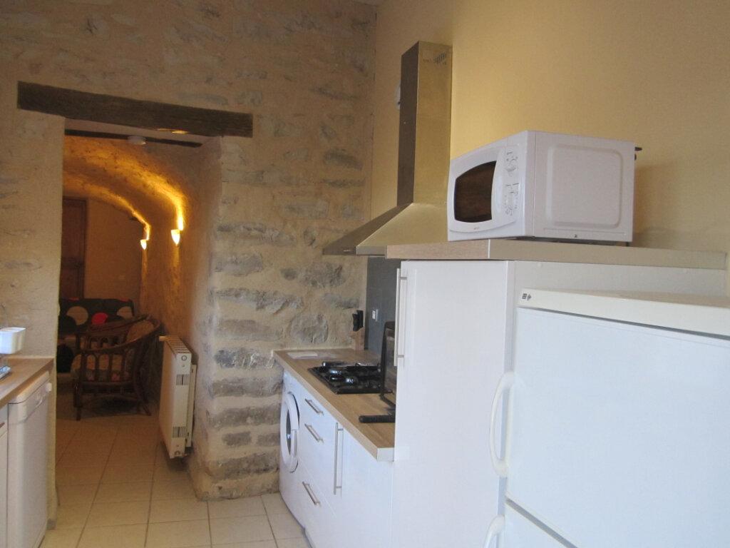 Appartement à louer 2 39.9m2 à Châteauneuf-Val-Saint-Donat vignette-2