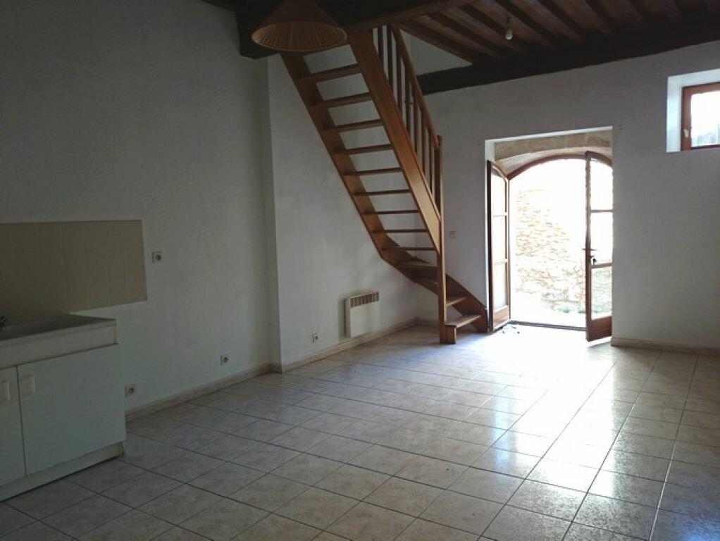 Appartement à louer 3 45m2 à Pont-Saint-Esprit vignette-2