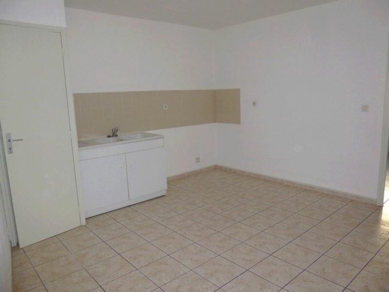 Appartement à louer 4 76.18m2 à Pont-Saint-Esprit vignette-3