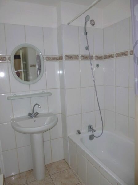 Appartement à louer 4 76.18m2 à Pont-Saint-Esprit vignette-7