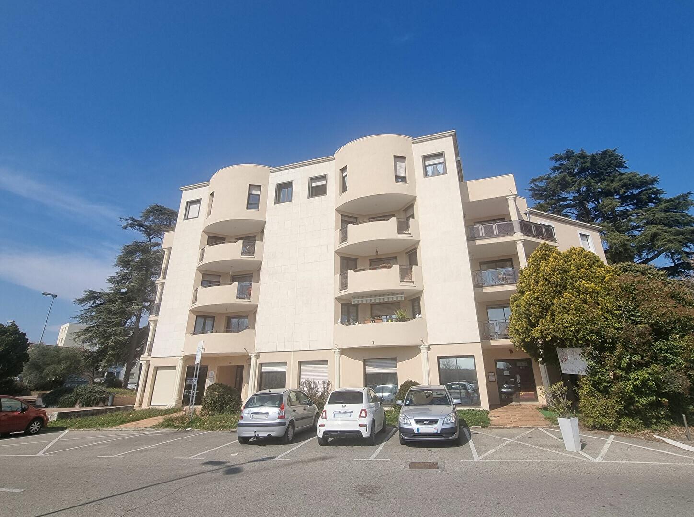 Appartement à louer 3 89m2 à Pont-Saint-Esprit vignette-1