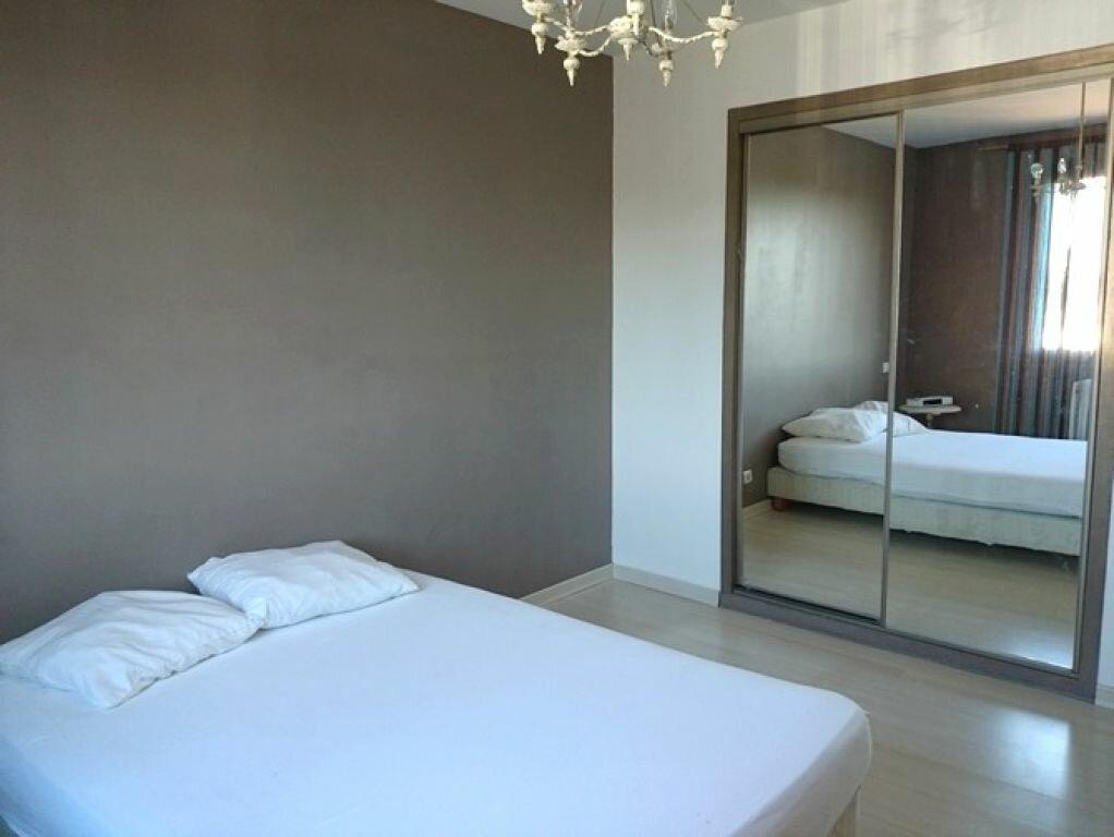 Appartement à louer 3 89m2 à Pont-Saint-Esprit vignette-4