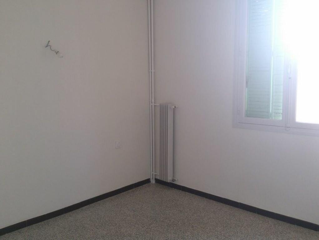 Appartement à louer 4 65.63m2 à Pont-Saint-Esprit vignette-5