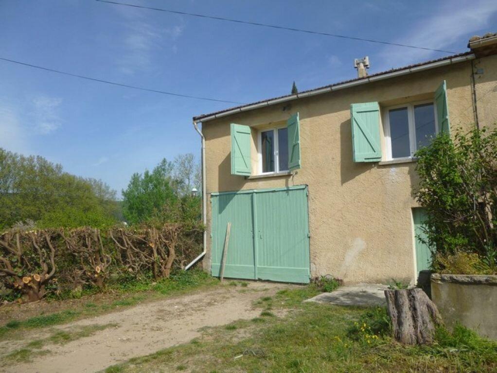 Maison à louer 3 48m2 à Tresques vignette-1