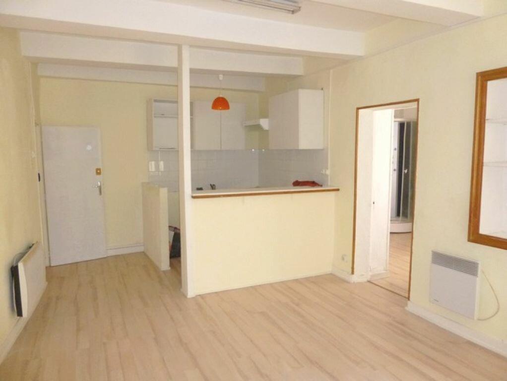 Appartement à louer 2 45m2 à Pont-Saint-Esprit vignette-1