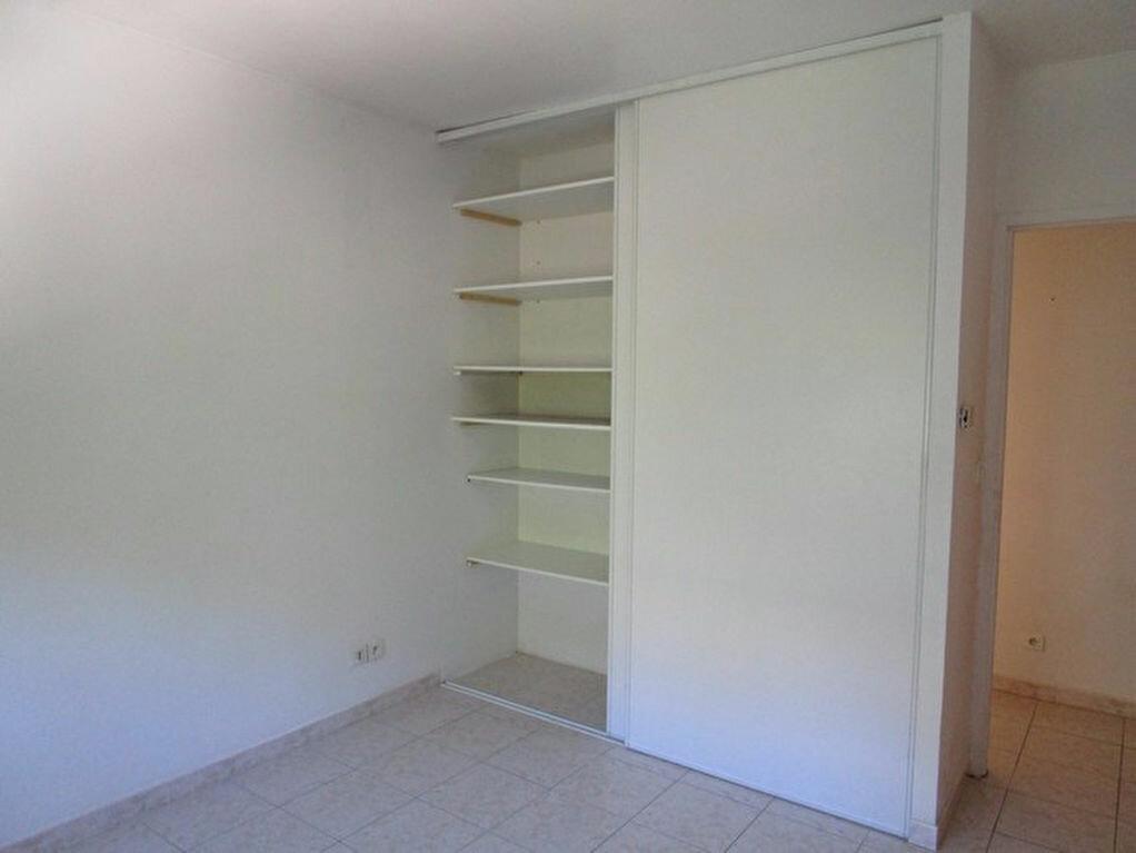 Appartement à louer 3 66m2 à Pont-Saint-Esprit vignette-6