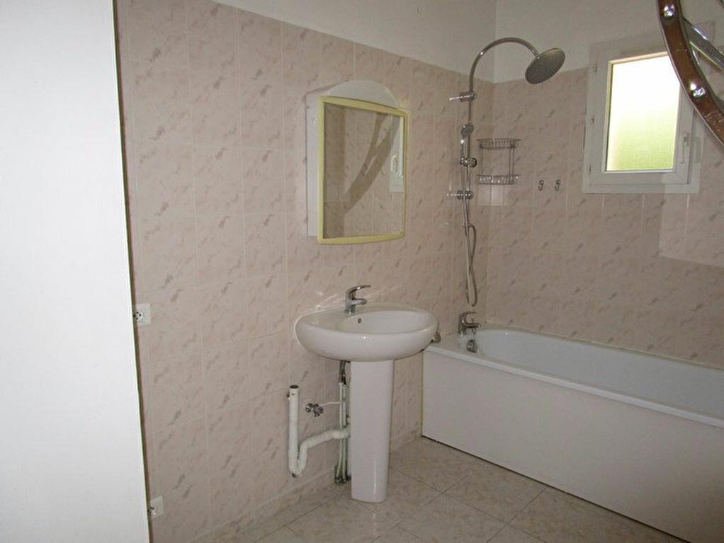 Appartement à louer 3 66m2 à Pont-Saint-Esprit vignette-7