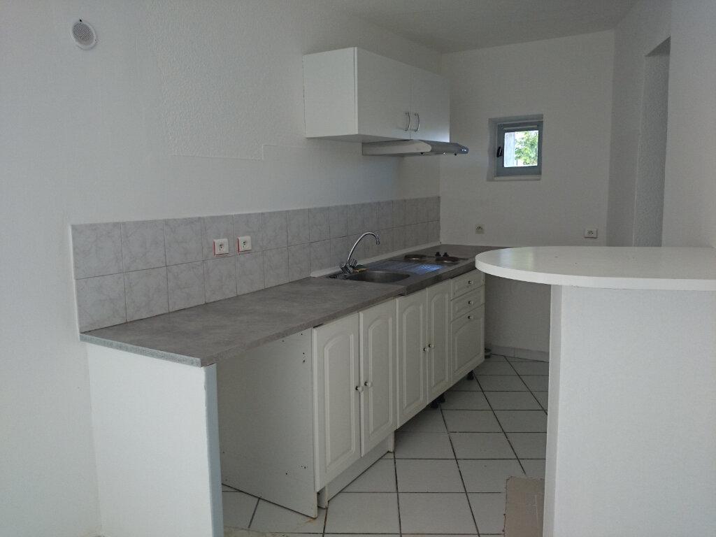 Appartement à louer 2 52.4m2 à Pont-Saint-Esprit vignette-2