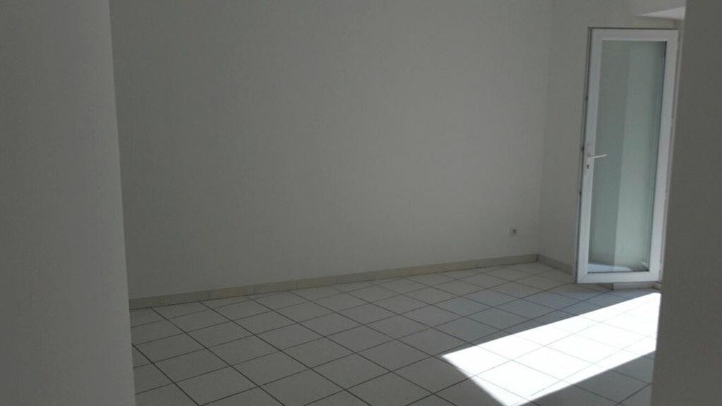 Appartement à louer 2 52.4m2 à Pont-Saint-Esprit vignette-3