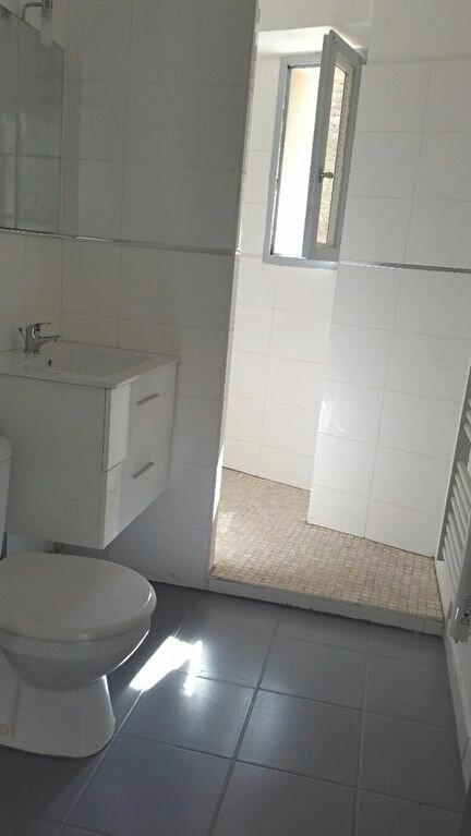 Appartement à louer 2 52.4m2 à Pont-Saint-Esprit vignette-4