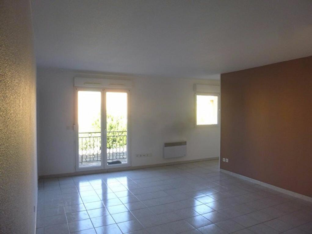 Appartement à louer 3 53.9m2 à Pont-Saint-Esprit vignette-2