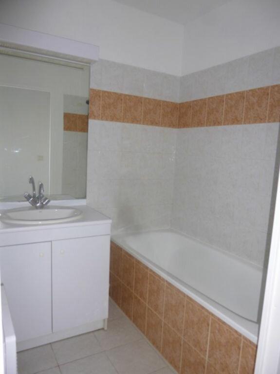 Appartement à louer 3 53.9m2 à Pont-Saint-Esprit vignette-4