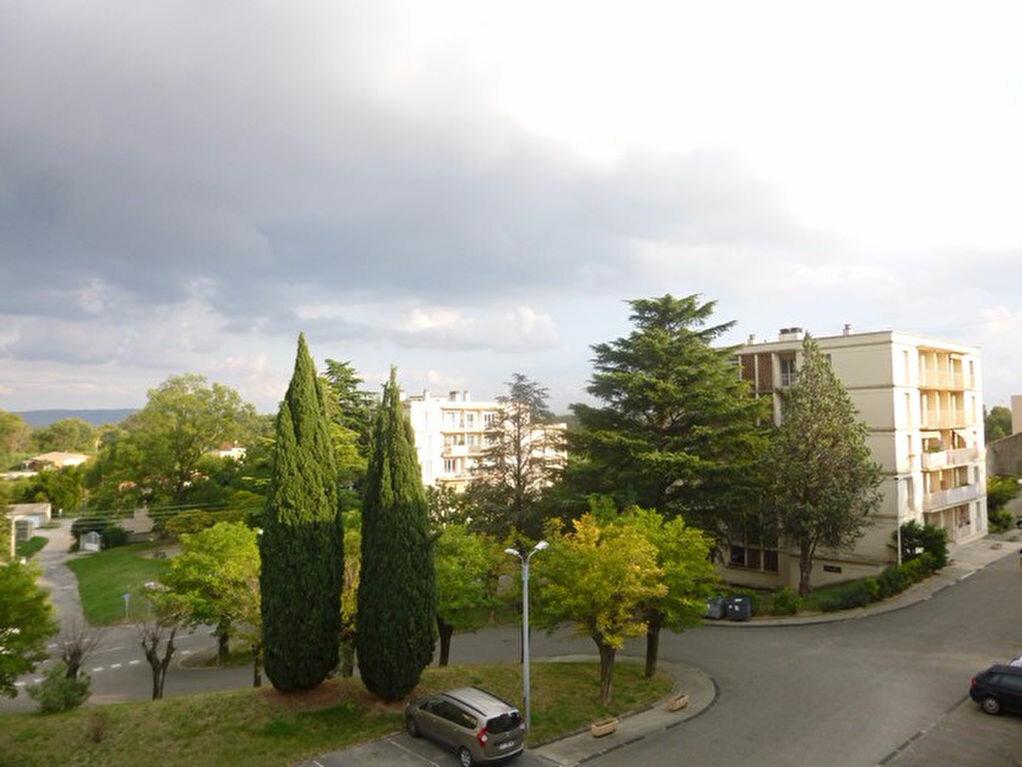 Appartement à louer 4 69.74m2 à Bourg-Saint-Andéol vignette-4