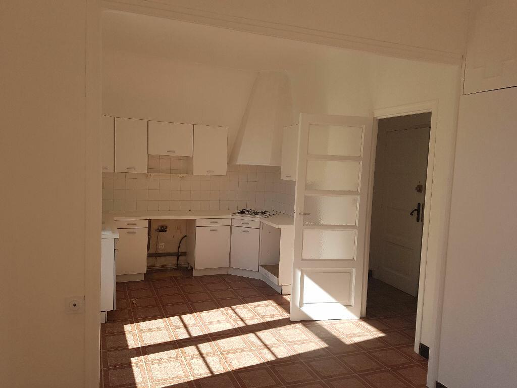 Appartement à louer 2 45.53m2 à Pont-Saint-Esprit vignette-1