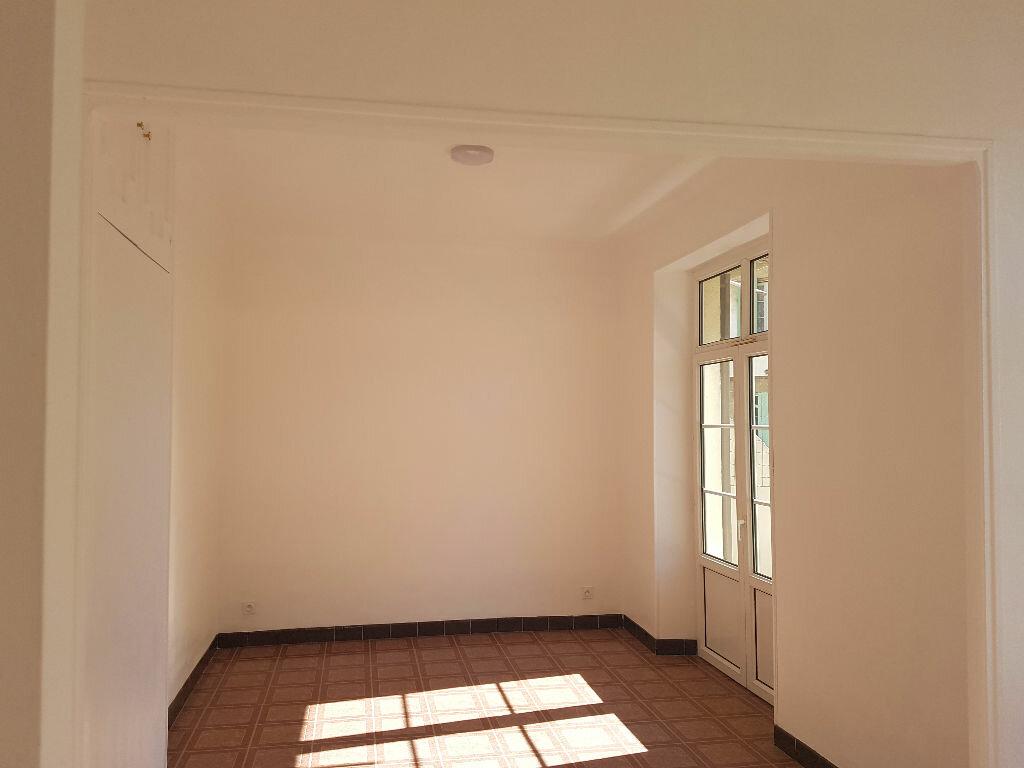 Appartement à louer 2 45.53m2 à Pont-Saint-Esprit vignette-2