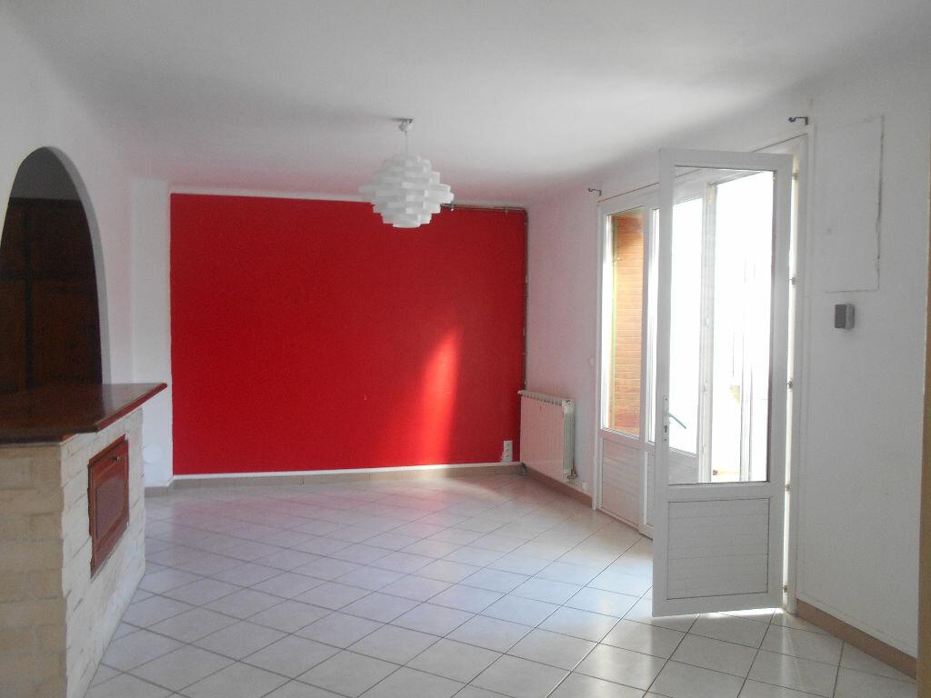 Maison à louer 3 70m2 à Saint-Étienne-des-Sorts vignette-3