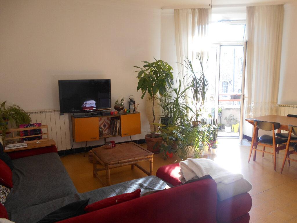 Appartement à louer 4 94m2 à Pont-Saint-Esprit vignette-5