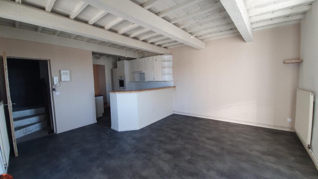 Appartement à louer 4 100m2 à Pont-Saint-Esprit vignette-1