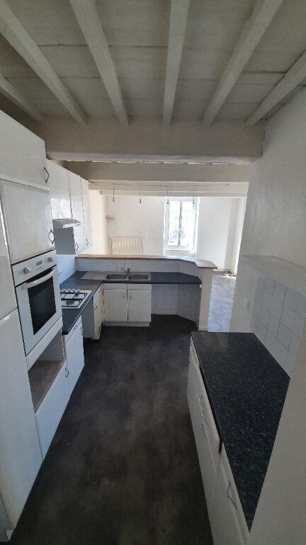 Appartement à louer 4 100m2 à Pont-Saint-Esprit vignette-3