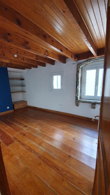 Appartement à louer 4 100m2 à Pont-Saint-Esprit vignette-4