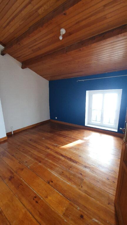 Appartement à louer 4 100m2 à Pont-Saint-Esprit vignette-5