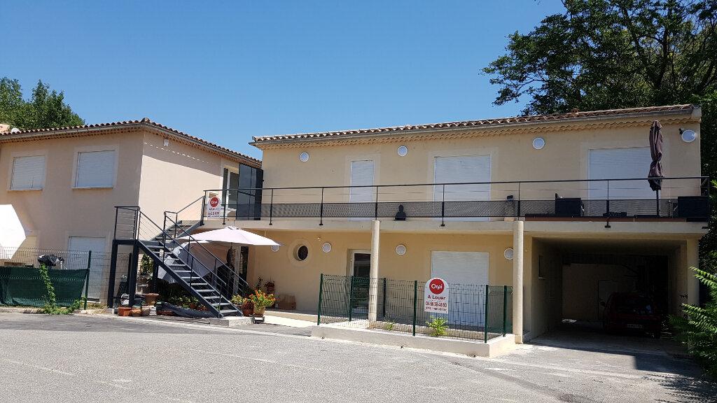 Appartement à louer 3 78.3m2 à Pont-Saint-Esprit vignette-1