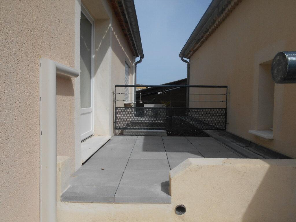 Appartement à louer 3 78.3m2 à Pont-Saint-Esprit vignette-4