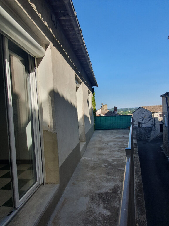 Appartement à louer 3 56m2 à Saint-Julien-de-Peyrolas vignette-1