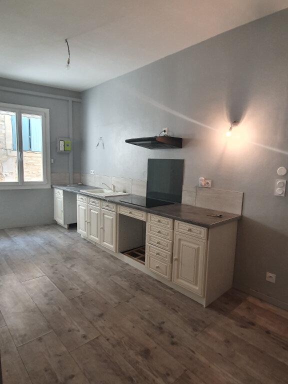 Appartement à louer 3 56m2 à Saint-Julien-de-Peyrolas vignette-2