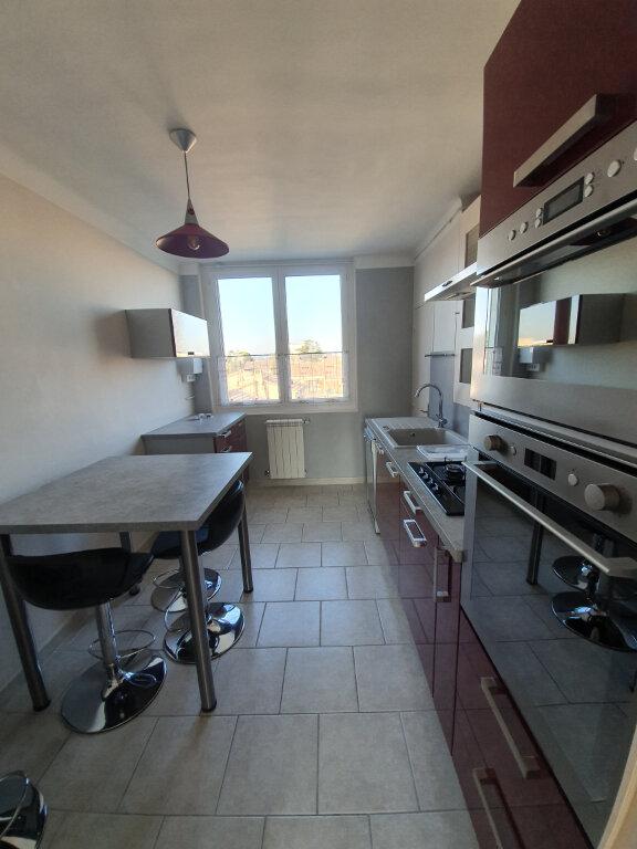Appartement à louer 3 68.5m2 à Pont-Saint-Esprit vignette-1