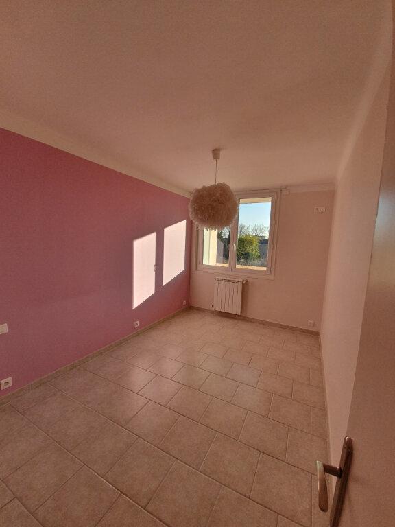 Appartement à louer 3 68.5m2 à Pont-Saint-Esprit vignette-5