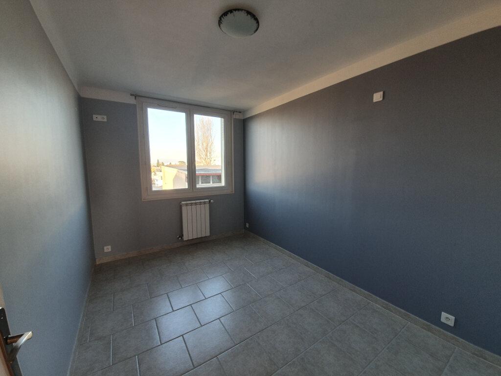 Appartement à louer 3 68.5m2 à Pont-Saint-Esprit vignette-7