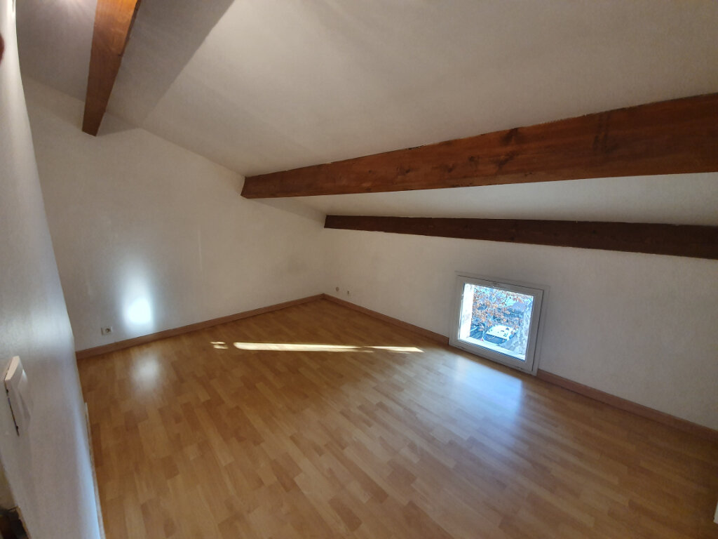 Maison à louer 4 101m2 à Pont-Saint-Esprit vignette-4