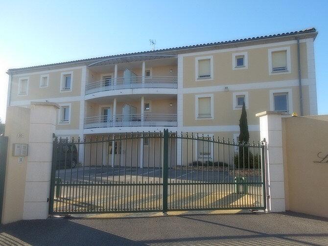 Appartement à louer 3 70m2 à Saint-Just-d'Ardèche vignette-1