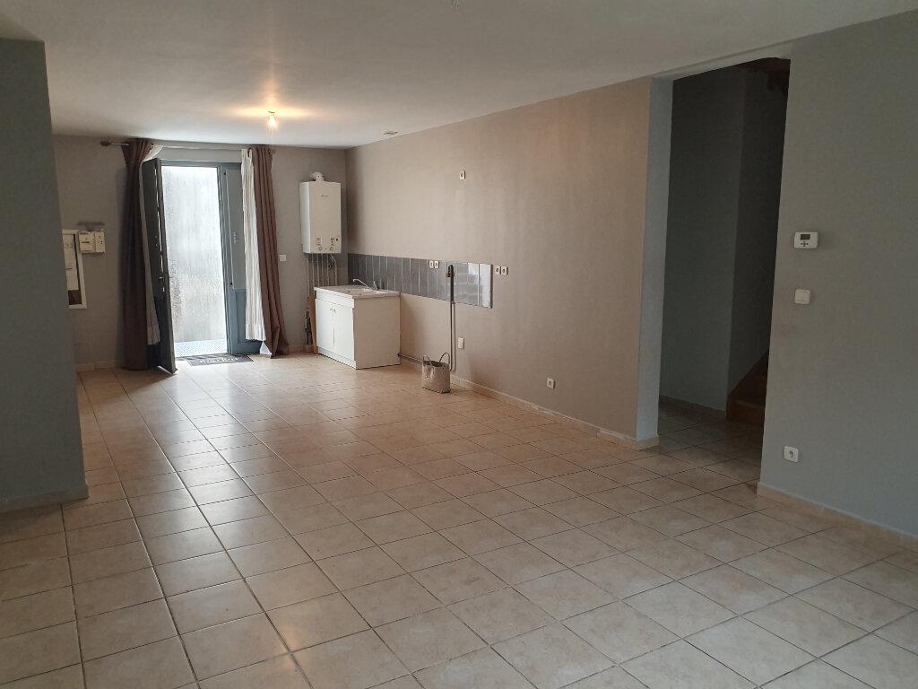Appartement à louer 6 128.82m2 à Pont-Saint-Esprit vignette-1