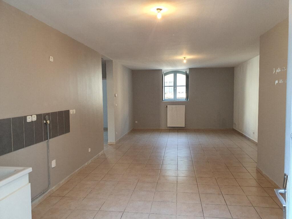Appartement à louer 6 128.82m2 à Pont-Saint-Esprit vignette-2