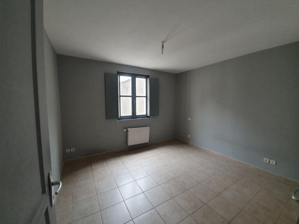 Appartement à louer 6 128.82m2 à Pont-Saint-Esprit vignette-3