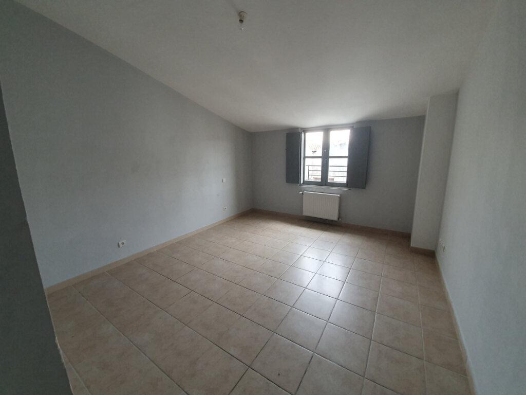 Appartement à louer 6 128.82m2 à Pont-Saint-Esprit vignette-5
