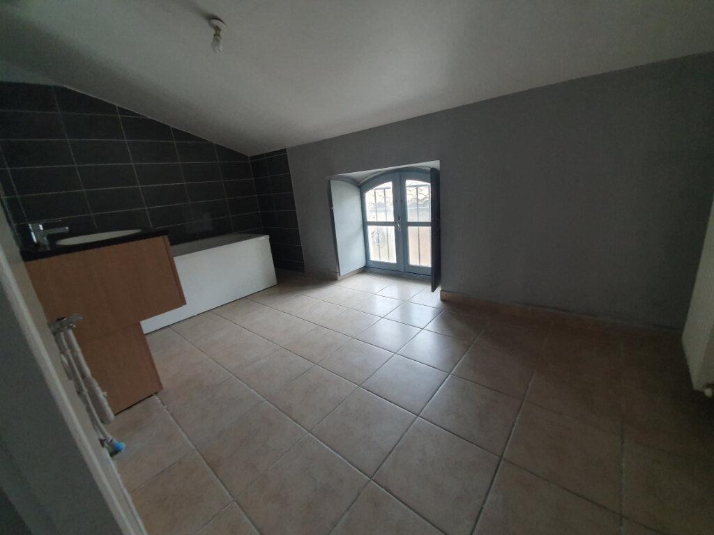 Appartement à louer 6 128.82m2 à Pont-Saint-Esprit vignette-6