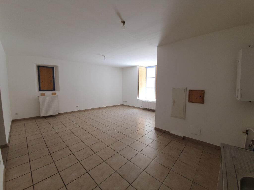 Appartement à louer 3 68m2 à Pont-Saint-Esprit vignette-2