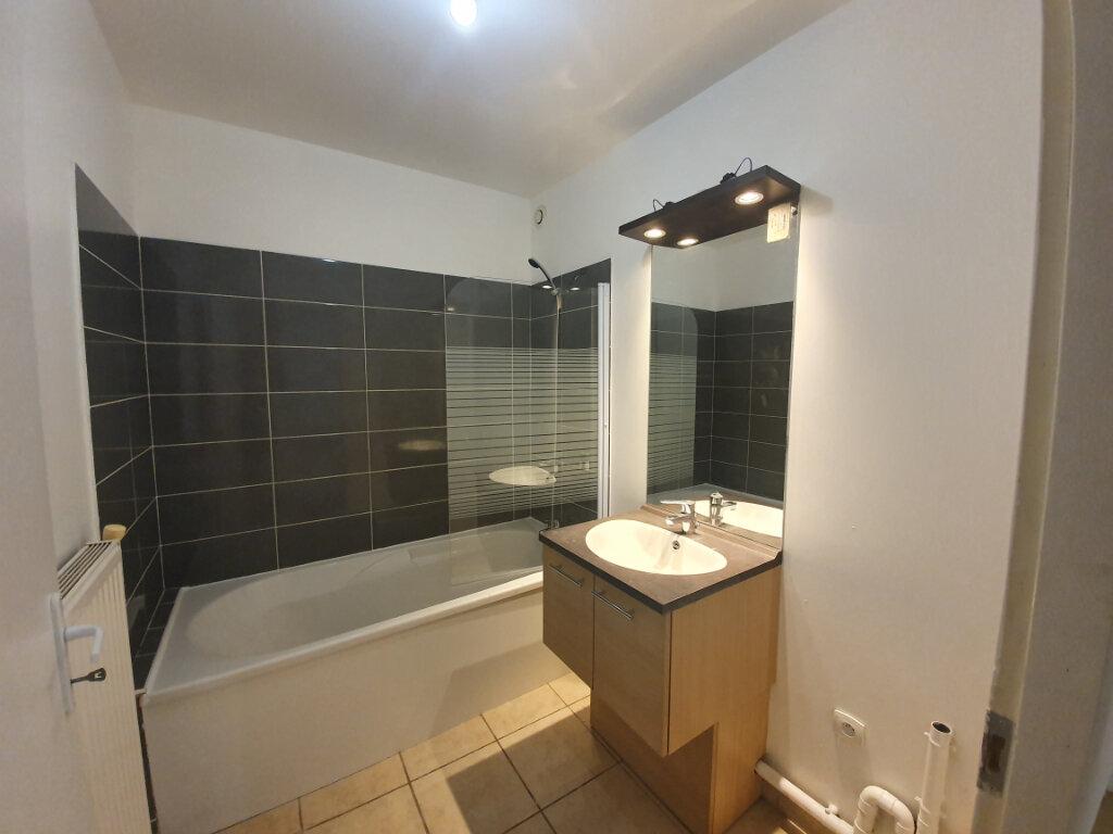 Appartement à louer 3 68m2 à Pont-Saint-Esprit vignette-3