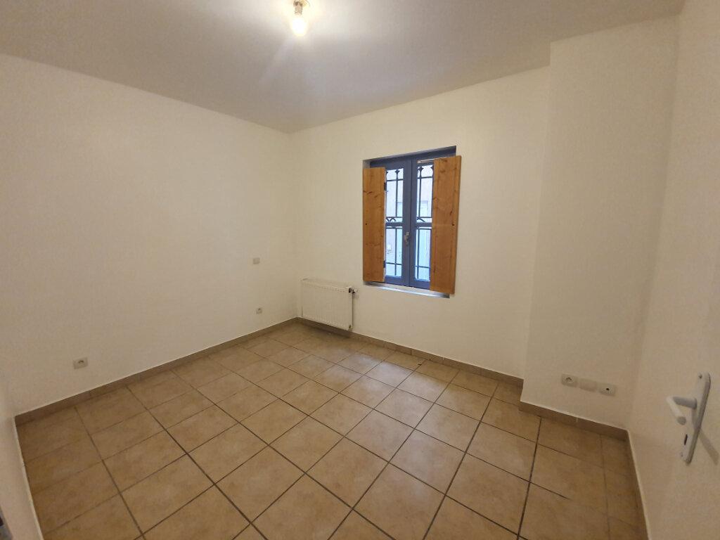 Appartement à louer 3 68m2 à Pont-Saint-Esprit vignette-4