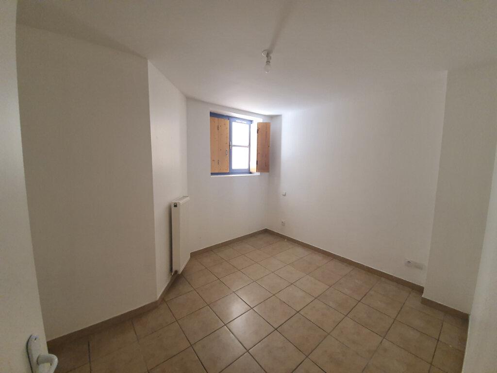 Appartement à louer 3 68m2 à Pont-Saint-Esprit vignette-5