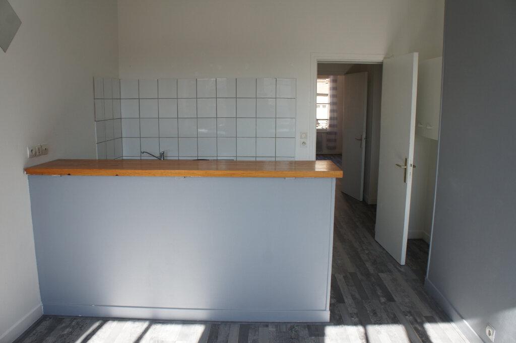 Appartement à louer 2 37m2 à Douai vignette-2