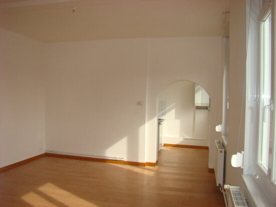 Appartement à louer 5 70m2 à Marconne vignette-1