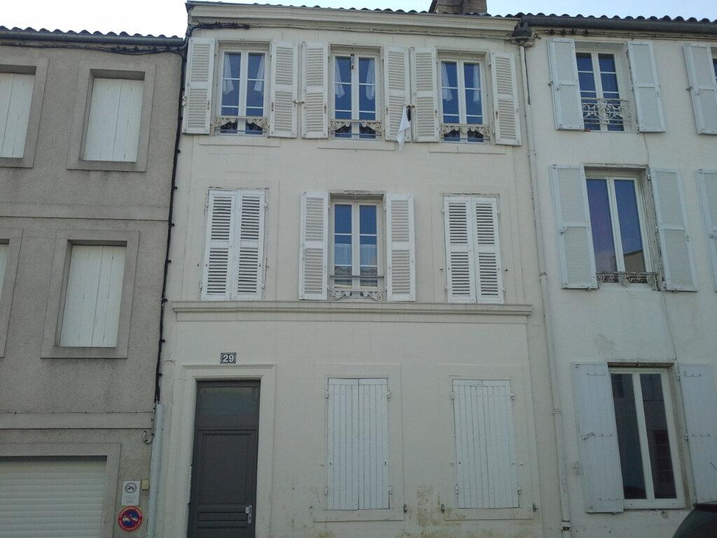Appartement à louer 1 21m2 à La Rochelle vignette-4