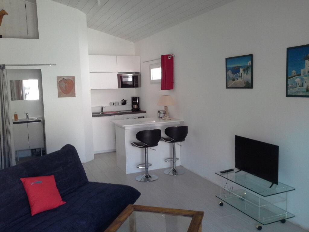 Appartement à louer 1 27m2 à La Rochelle vignette-1